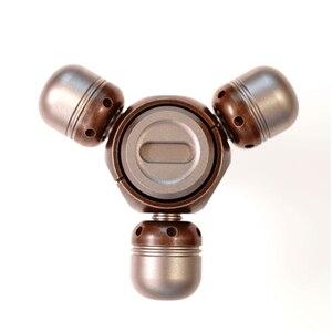 Image 5 - Dedo Gyro aleación de titanio de cobre portátil adultos descompresión juego giratorio creativo juguete Ceremonia