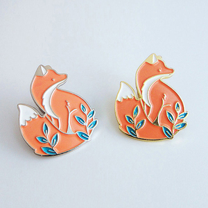 Animal Brooches Cartoon Gold Sliver Fox Enamel Pins Cute Woodland Foxes Badges Clothes Lapel Pin Jewelry Gifts for Kids Girls