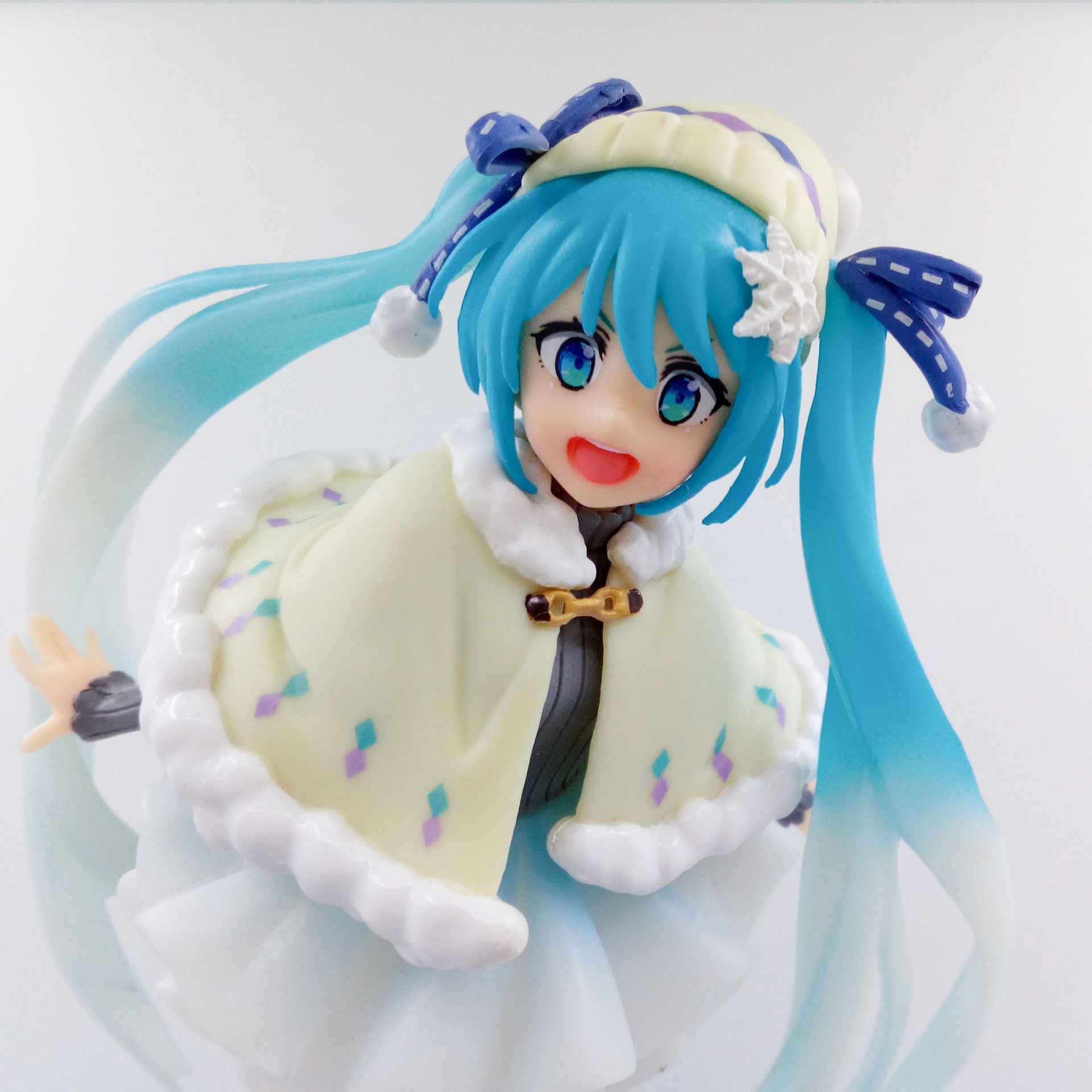 anime-font-b-vocaloid-b-font-hatsune-miku-snow-miku-winter-clothes-ver-pvc-action-figure-model-white-dress-children-collectible-doll-lelakaya