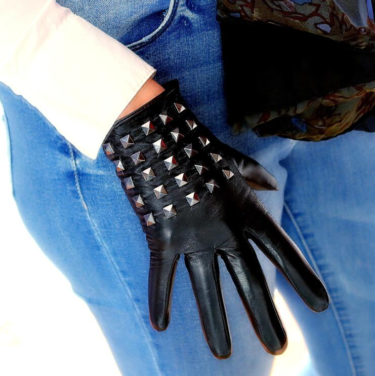 Women's Natural Leather Touch Screen Punk Style Rivet Glove Female Fashion Genuine Leather Dancing Driving Glove R2518