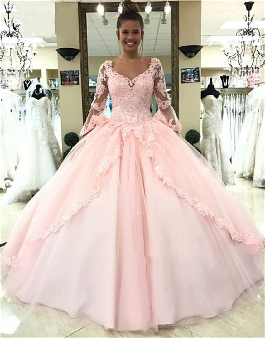 2020 New Vintage Ball Gown Wedding Dresses V-Neck Long Sleeves Lace-Up Bridal Gowns Lace Appliques Robe De Mariee Sweep Train