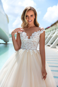 Image 3 - Luxury Tulle Wedding Dresses Court Train A Line Wedding Gown 2020 Robe De Mariee Sweetheart Sleeveless Appliques Bridal Gowns