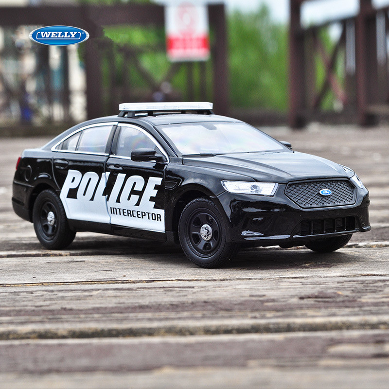 WELLY 1:24 Ford Taurus Police Car Model Die-casting Metal Model Children Toy Boyfriend Gift Simulated Alloy Car Collection