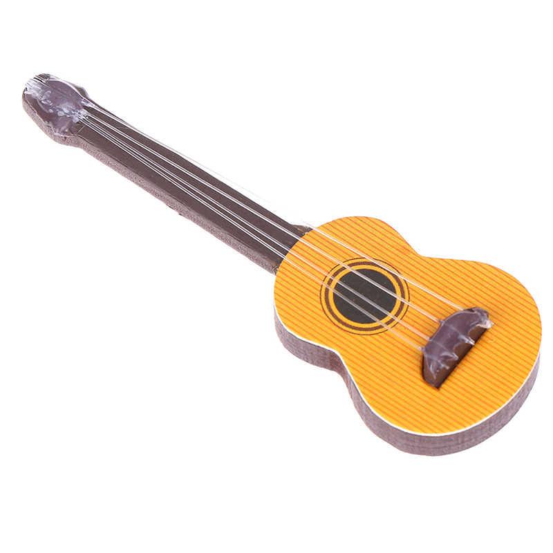 Sevimli 1 adet gitar aksesuarları Dollhouse minyatür enstrüman parçası ev dekor çocuk ahşap mobilya zanaat süsleme 1/12 ölçekli