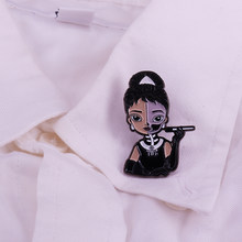 Breakfast At Tiffany's Audrey Hepburn Emaille Pin Sieraden En Zwarte Jurk Vrouwen Broche Accessoire Badge(China)