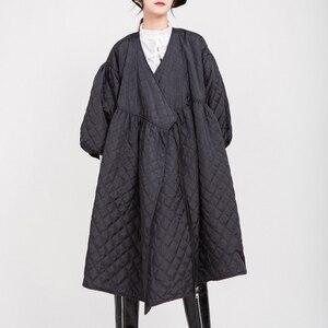 Image 3 - Женское пальто с V образным вырезом EAM, черное Свободное пальто с хлопковой подкладкой и рукавами фонариками, весна осень 2020 1D700