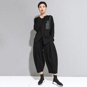 Image 4 - [EAM] Delle Donne Fibbia Nera Punto di Grande Formato T Shirt Asimmetrica New Girocollo a Manica Lunga di Modo di Marea di Autunno della Molla 20201D679