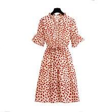 Женское платье с v образным вырезом средней длины цветочным