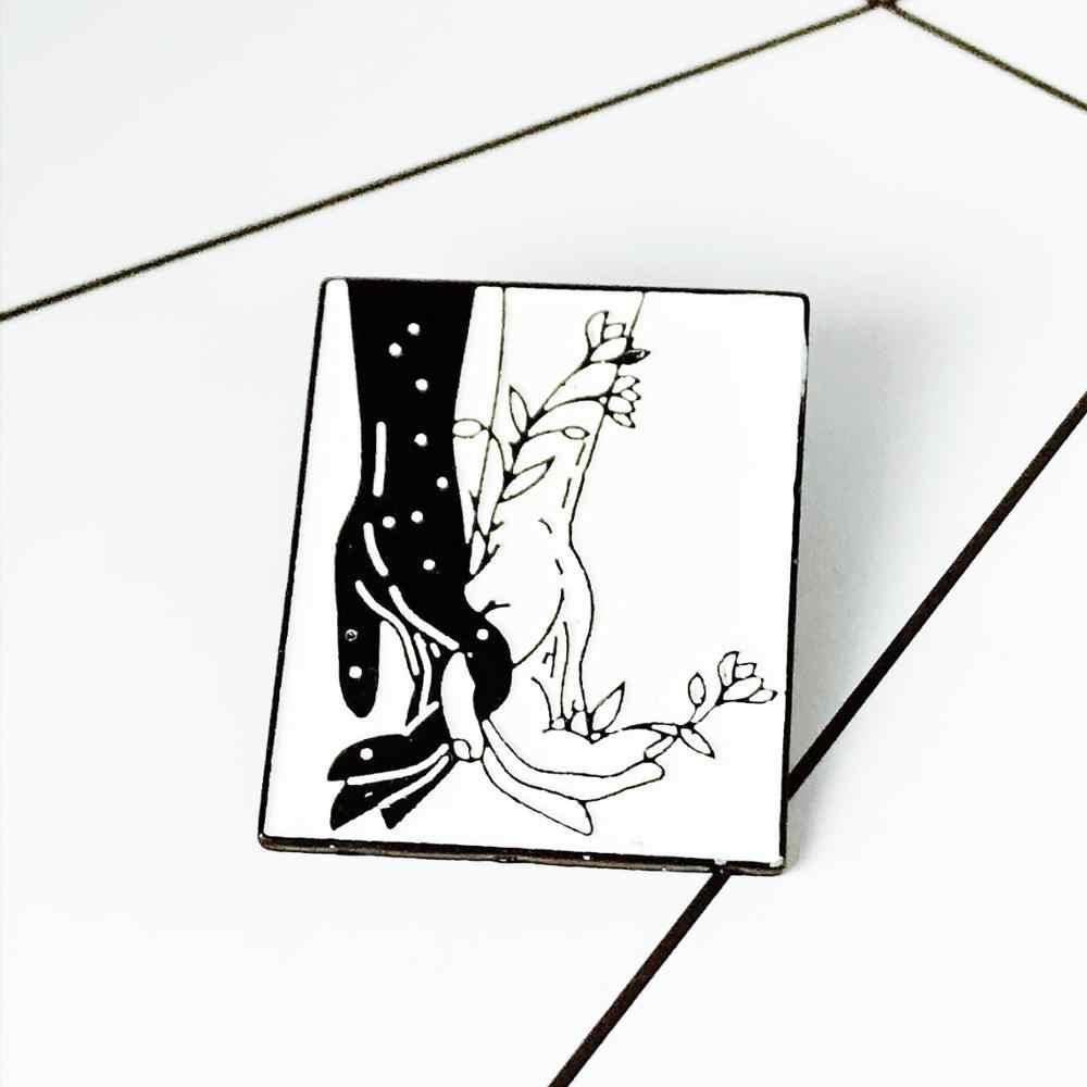 Punk Hitam Putih Seri Enamel Bros Kartun Kucing Anjing Label Pin Kerangka Tombol Hati Lencana Ransel Fashion Perhiasan untuk Pecinta