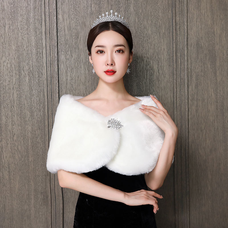 2020 Wedding Shawl 2020 New Bridal Wedding Dress Cape Winter Cheongsam Bridesmaid One Word Shoulder Drill Thickened Warm Woman