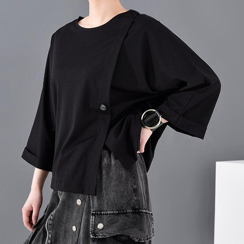 [EAM] Women Black Button Vent Split Big Size T-shirt New Round Neck Three-quarter Sleeve Fashion Spring Autumn 2020 JT23301 2