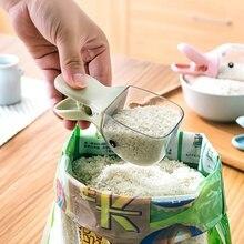 1Pcs multi-function cute duck head shape plastic rice shovel seal home kitchen spoon