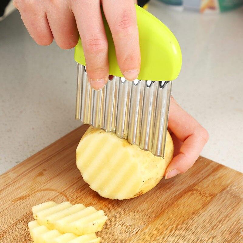 Волнистый лук, ломтики картофеля, морщинистый картофель фри, салат, гофрированная резка, нарезанные ломтики картофеля, нож, устройства для у...