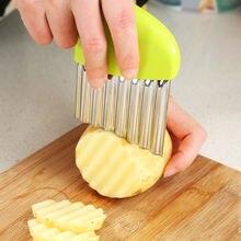 Dalga soğan patates dilimleri buruşuk patates kızartması salata oluklu kesme doğranmış patates dilimleri bıçak uygun araçlar cocina