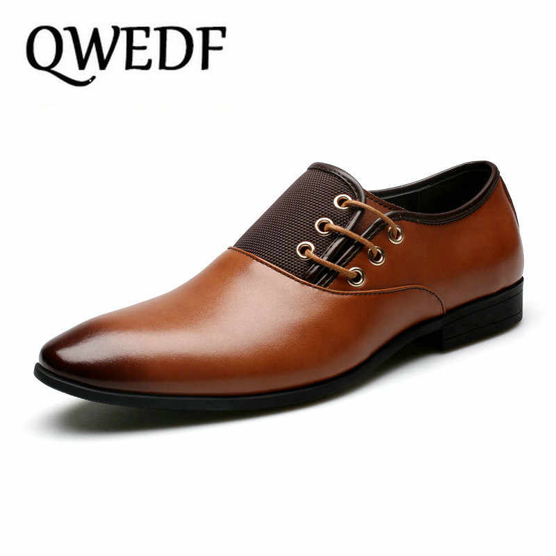 QWEDF كبيرة حجم 6.5-12 جديد أزياء الرجال الزفاف اللباس أحذية حذاء أسود جولة تو شقة الأعمال البريطانية الدانتيل يصل أحذية رجالي ZY-206