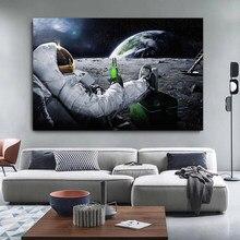 Espaço exterior astronauta pintura em tela cosmonauta beber cerveja na lua impressão posters engraçado fotos de parede para sala estar decoração