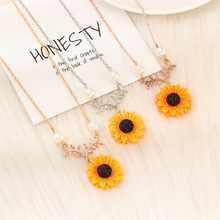 European American Jewelry Fashion Temperament Sun Flower Necklace Women Creative All Round Pearl Sunflower Pendant Necklaces imixlot new creative sunflower pendant necklaces vintage fashion daily jewelry temperament cute sweater necklaces for women