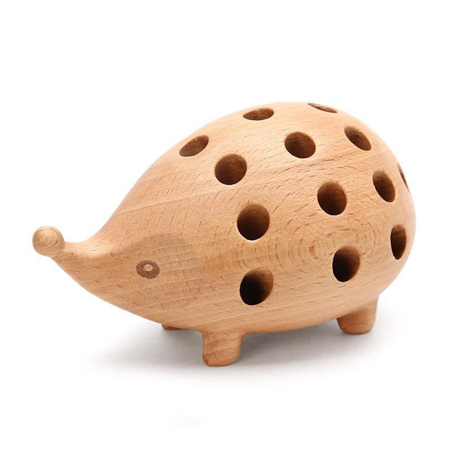Nordic Arts and Crafts Studio Decoration Childrens Penholder Solid Wood Carving Hedgehog Decoration Small Gift