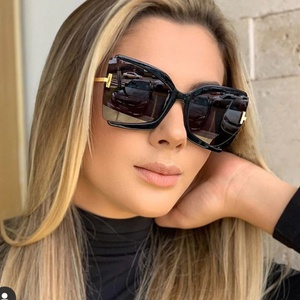 Oversized Women's Black Butterfly Sunglasses 2020 Vintage Designer Dark tinted Lens Sun Glasses Cat Eye Luxury Eyewear UV