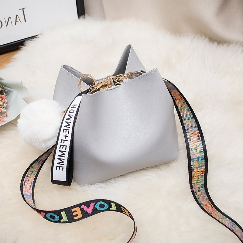 Large Capacity Bucket Bag WOMEN'S Bag 2020 New Style Fashion Mini Wide Strap Shoulder Bag Fur Ball Messager Bag Handbag 3