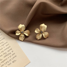 2020 New Korean Vintage Earrings For Women Gold Flower Earrings Simple Metallic Girl Earrings Fashion Jewelry 2020 new korean vintage earrings for women geometric triangle earrings simple gold girl earrings fashion jewelry