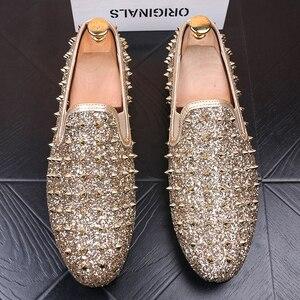 Image 5 - Ý thiết kế mens thời trang tiệc prom dress in ấn giày đinh tán phẳng giày nền tảng sneaker phổ biến hip hop giày zapatos de hombre
