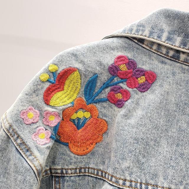 Фото весна 2020 винтажная синяя джинсовая куртка с цветочной вышивкой цена