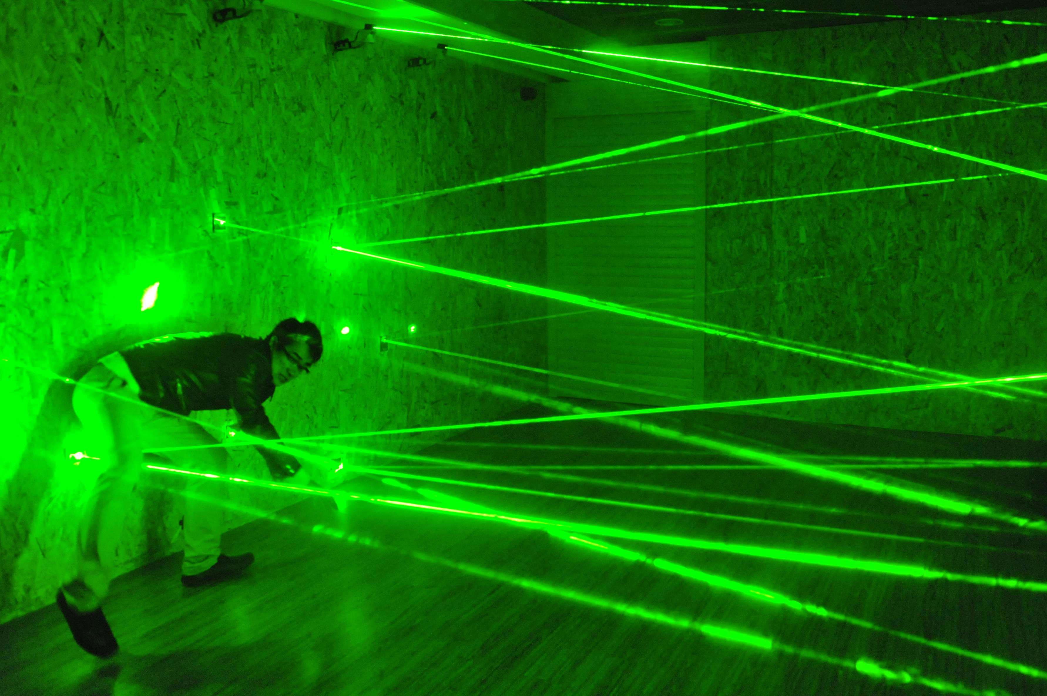 Real life room escape laser array props Laser maze for Takagism game room and door game escape from the green laser room