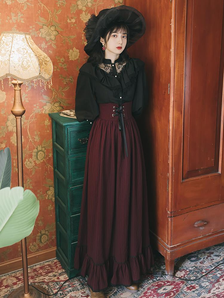 Autumn and winter French retro palace girl temperament lace lantern sleeves shirt striped skirt two-piece suit kawaii girl goth