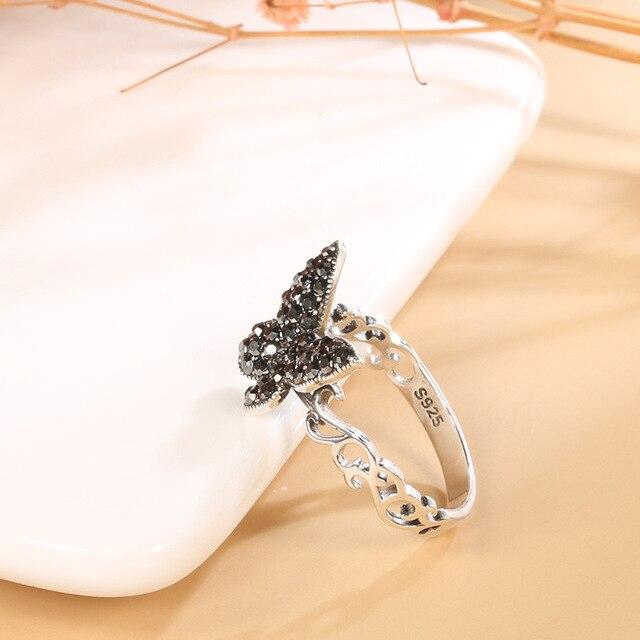 Фото винтажное тибетское серебряное черное кольцо с бабочкой из фианита