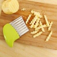 Vague oignon pommes de terre tranches froisse frites salade ondule coupe hache pommes de terre tranches couteau 2