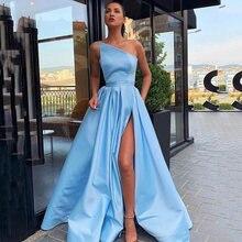 Женское длинное атласное платье с карманами разрезом сбоку