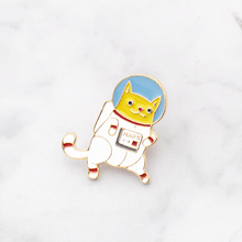 Cute Cartoon Space Suit Cat Brooches for Women Creative Funny Adorable Animal Pins Jewelry Enamel Pin Backpack Bag Accessories