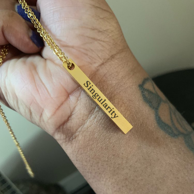 개인화 된 조각 4면 3D 세로 막대 이름 목걸이 사용자 정의 편지 날짜 기호 펜 던 트 스테인레스 스틸 쥬얼리