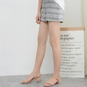 Image 2 - 2020 女性の夏のサンダルの靴女性フロックアンクルストラップスクエアハイヒールハイトかかとエレガントなカジュアルパーティー結婚式の靴の女性ポンプ