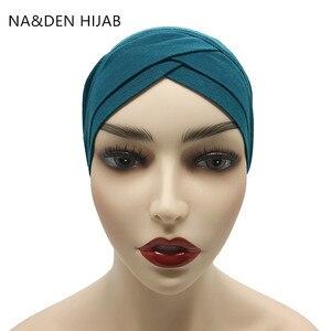 Image 1 - 1PCS di vendita Calda Modale Musulmano Foulard Delle Donne Criss cross tubo cappello Underscarf Cappuccio interno Islamico Della Signora Cappello Hijab Musulmano 28 colori