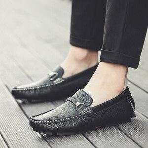 Image 3 - Zapatos informales para hombre, mocasines deslizantes a la moda transpirables, cómodos zapatos clásicos de lujo de talla grande 47, mocasines de marca, calzado para hombre
