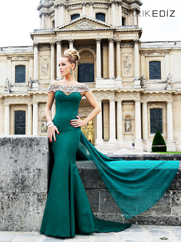 Emerald Green Evening Floor Length Off Shoulder Appliques Sheath Sleeveless Count Train Satin Women Gowns Mother Of Bride Dress
