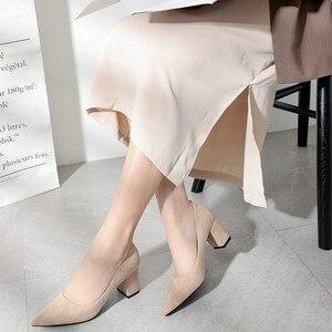 Image 2 - 2020 sapatos para mulher deslizamento ons praça de salto alto escritório senhora rebanho apontou dedo do pé sexy casamento salto alto sólida mulher bombas