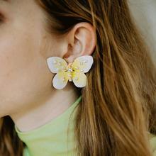 цены Fashion Women Earrings Creative Butterfly Shape Rhinestone Inlaid Women Stud Earrings Jewelry Gift Woman's accesories Earrings