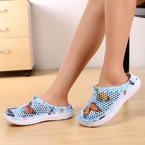 Image 2 - 여름 여성 슬리퍼 슬립 0n 나 막 신 신발 빠른 드라이 비치 수영 물 신발 크리 에이 티브 나비 샌들