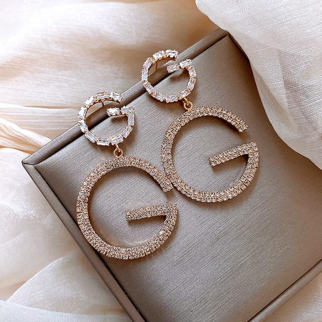 Фото роскошные висячие серьги с буквами g и змеиной цепочкой длинные цена