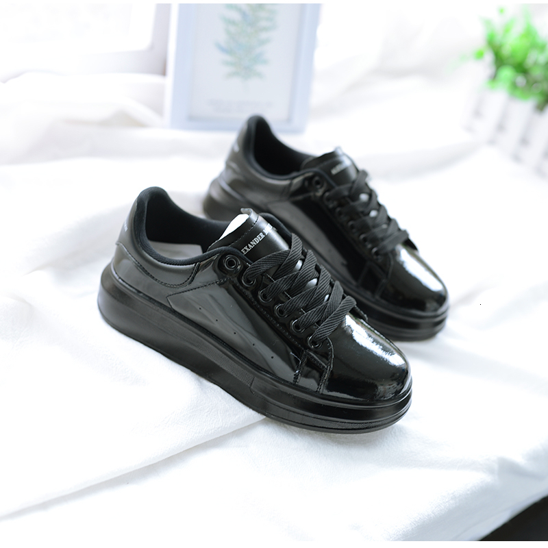 2020 Chic Literature Embroidery White Leisure Flat Shoes Basics Shoes  Streetwear Women Unisex Lovers' Shoes