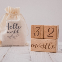1Set Handmade Baby Milestone Cards Square Engraved Wood Infants Bathing Gifts Newborn Photography Calendar Photo Accessories