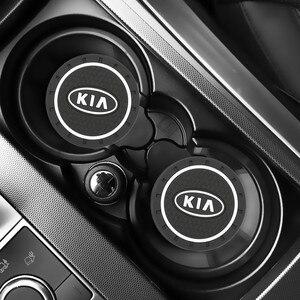 Image 1 - Accesorios para coche KIA sportage ceed kia sorento, 2 uds., ranura para tazas de agua, alfombrilla antideslizante, accesorios para coche 2017 2018