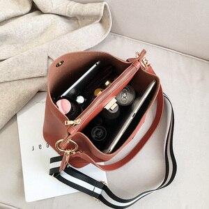 Image 4 - HISUELY Heißer Verkauf Neue Frauen PU Leder Handtaschen Mode Designer Schwarzen Eimer Vintage Schulter Taschen Umhängetasche Hohe Qualität