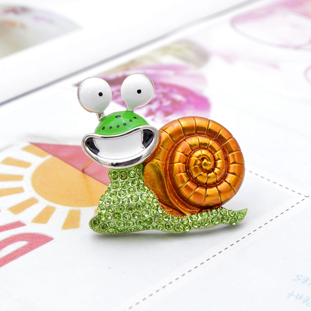 CINDY XIANG Rhinestone Laugh Snail Brooch Cartoon Insect Funny Brooches For Women Enamel Jewelry Autumn Winter Design Pin Gift 3