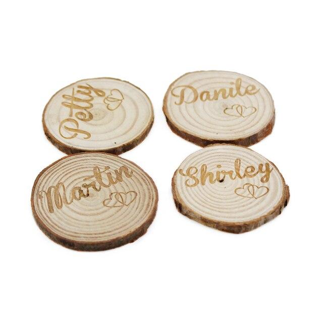 100 adet kişiselleştirilmiş kazınmış doğa ahşap masa yer adı kartları doğal ahşap kütük düğün Centerpieces dekor dilimleri diskler el sanatları