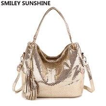 Bolsa feminina vintage de couro, bolsa grande de mão feita em couro, dourada com borlas, estilo carteiro, 2020