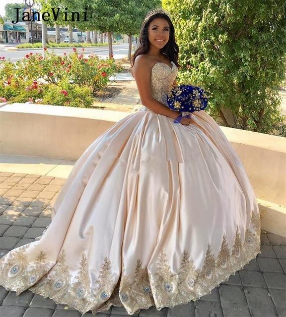 JaneVini יוקרה נסיכת סאטן ארוך Quinceanera שמלות כדור שמלת מתוקה זהב תחרת אפליקציות קריסטל Vestidos דה חבושים Anos